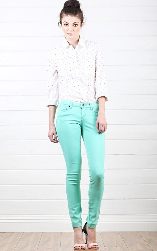 nude-pumps-with-mint-pants