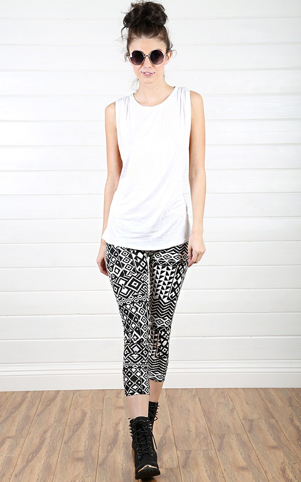 What to wear with black and white tribal leggings