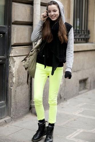 pastel-jeans-black-top